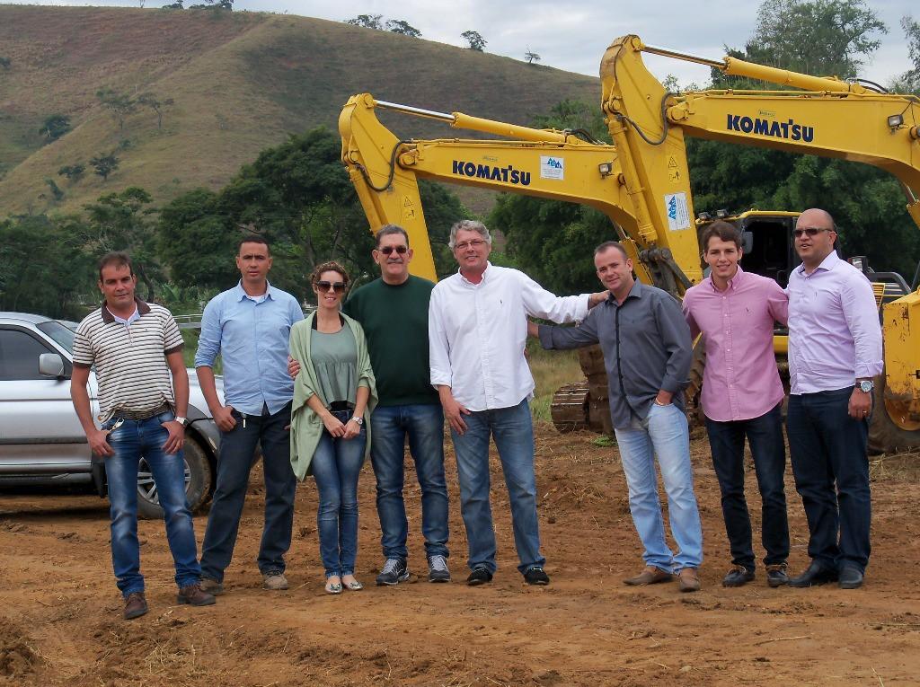 Os Secretários Marcelo Vasques, Gilson Arruda e Heloisa Mannarino (Meio Ambiente, Serviços Públicos e Governo), Prefeito Cláudio Mannarino e os empresários envolvidos no projeto