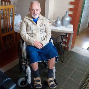 Mais uma cadeira de rodas e entregue pela prefeitura
